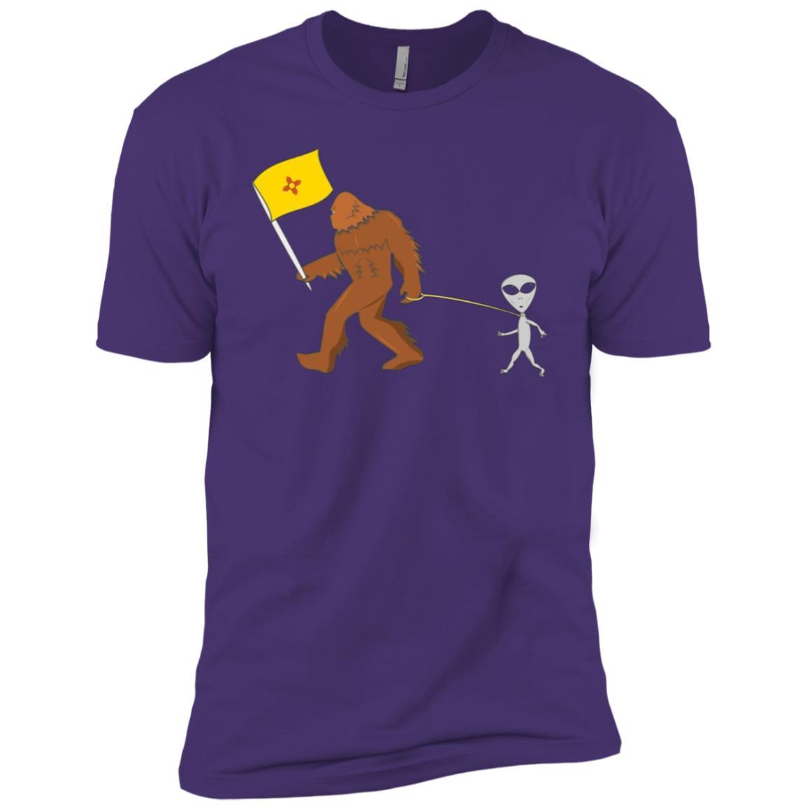 New Mexico Gift New Mexico Flag Bigfoot Walking Alien Men Short Sleeve T-Shirt