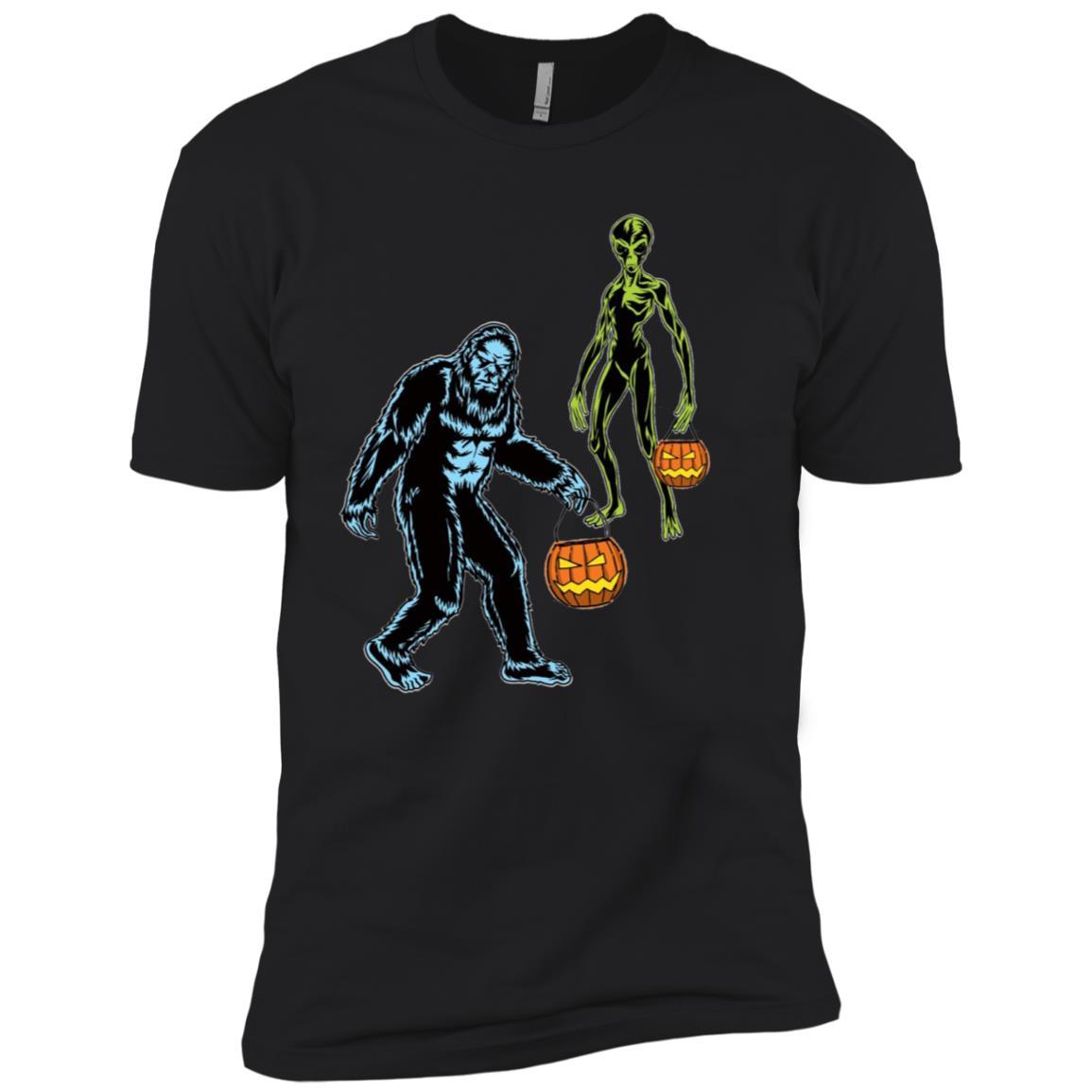 Funny Bigfoot and Alien Halloween Sci-Fi Men Short Sleeve T-Shirt