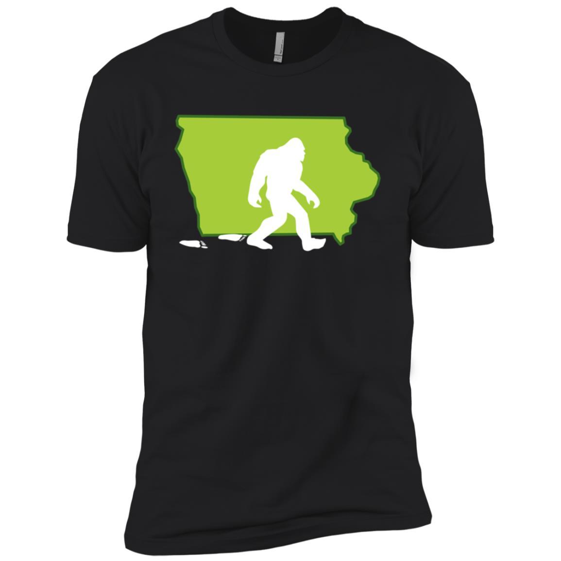 Iowa State Bigfoot Hunter Men Short Sleeve T-Shirt